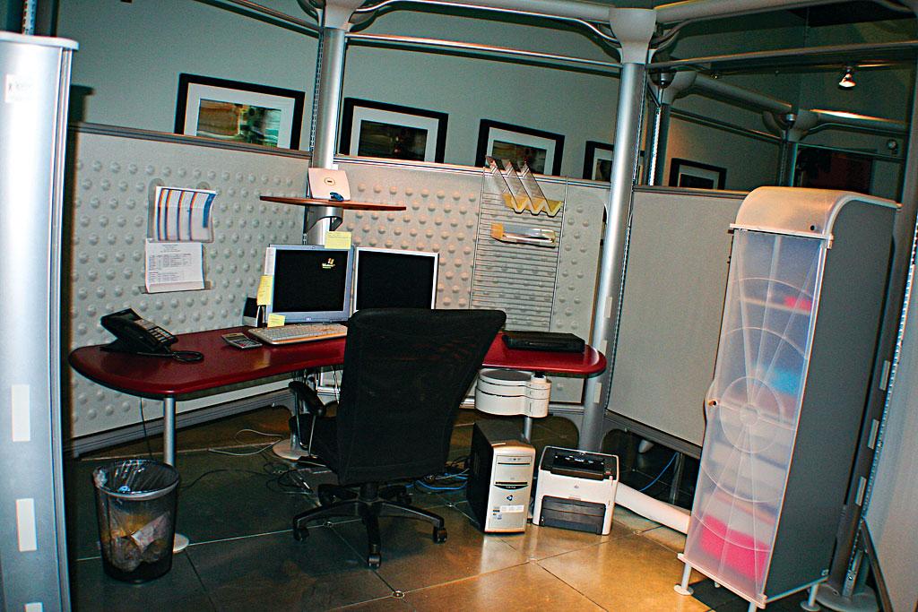 Rose garden office for Garden office cube